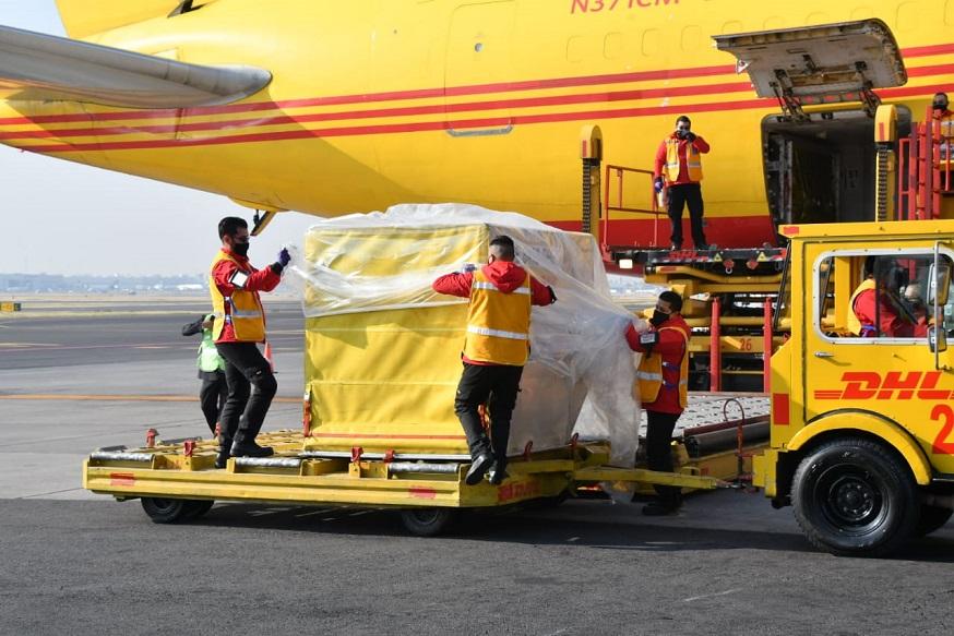 Primer cargamento de vacunas contra Covid-19 llega a México